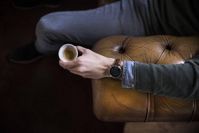 Trouver des meubles en bois pour d corer le salon une pointe de gris - Trouver des meubles de salon pour vous ...